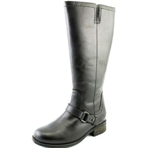UGG Dahlin Boots